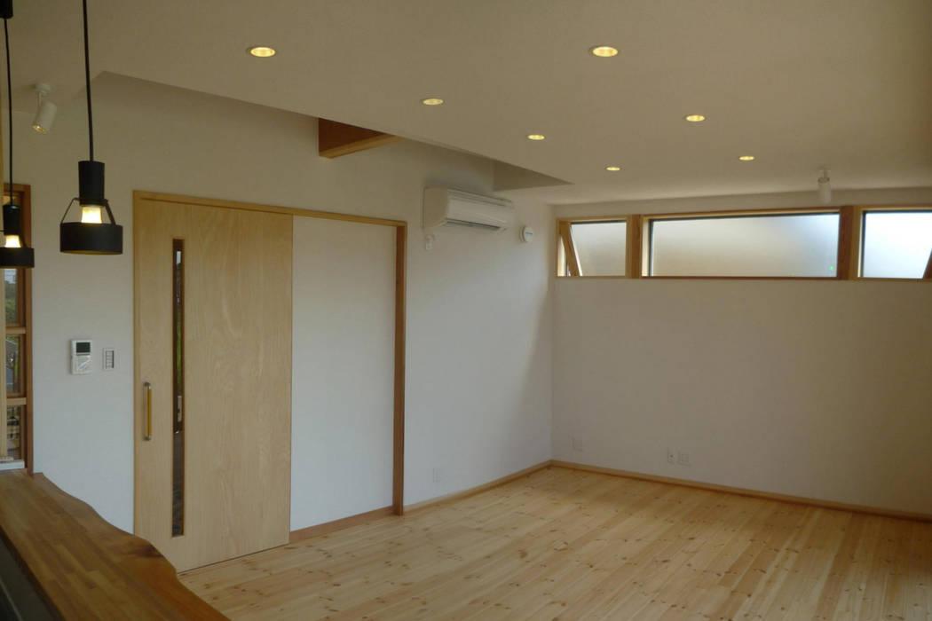 リビング 和風デザインの リビング の 石井設計事務所/Ishii Design Office 和風 木 木目調