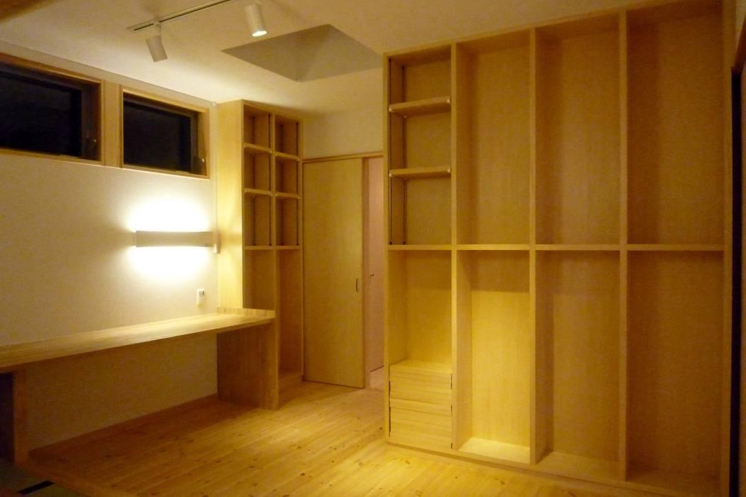 書斎 和風の 寝室 の 石井設計事務所/Ishii Design Office 和風 木 木目調