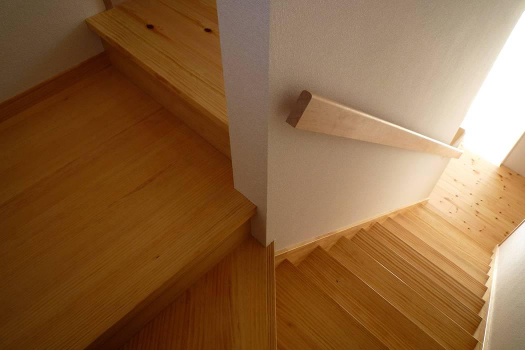 階段室 和風の 玄関&廊下&階段 の 石井設計事務所/Ishii Design Office 和風