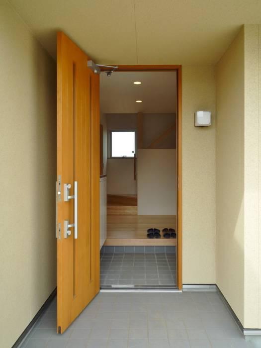 アプローチ の 石井設計事務所/Ishii Design Office 和風 木 木目調