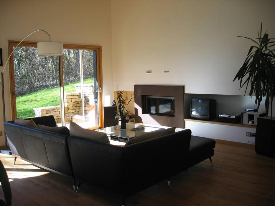 Le salon avec un insert: Salon de style de style Moderne par Cléo Chatelet Architecte