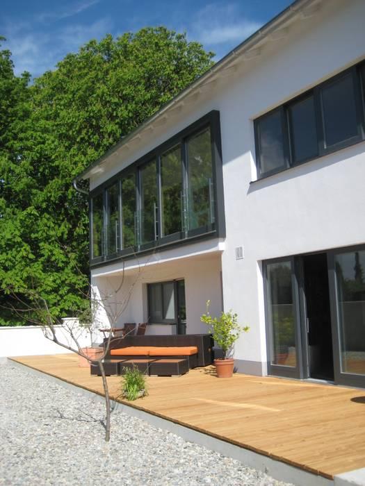 Umbau und Erweiterung eines Mehrfamilienhauses Moderner Balkon, Veranda & Terrasse von Architekturbüro Kirchmair + Meierhofer Modern