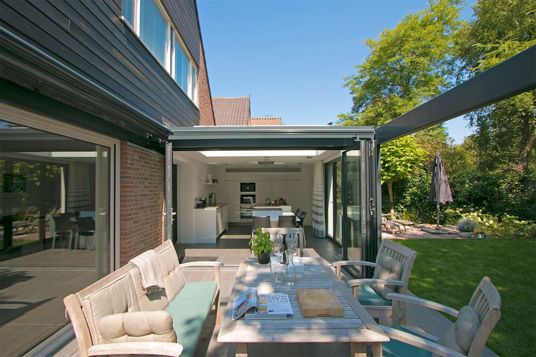 Pergola geopend:  Huizen door Hoope Plevier Architecten