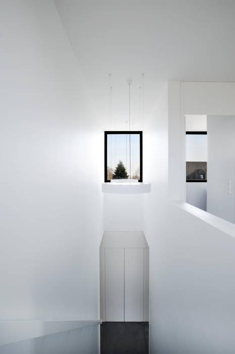 Niedrigenergiehaus in Filsdorf - Haus Kieffer Klassischer Flur, Diele & Treppenhaus von STEINMETZDEMEYER architectes urbanistes Klassisch