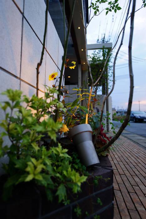 Сад в эклектичном стиле от にわいろSTYLE Эклектичный