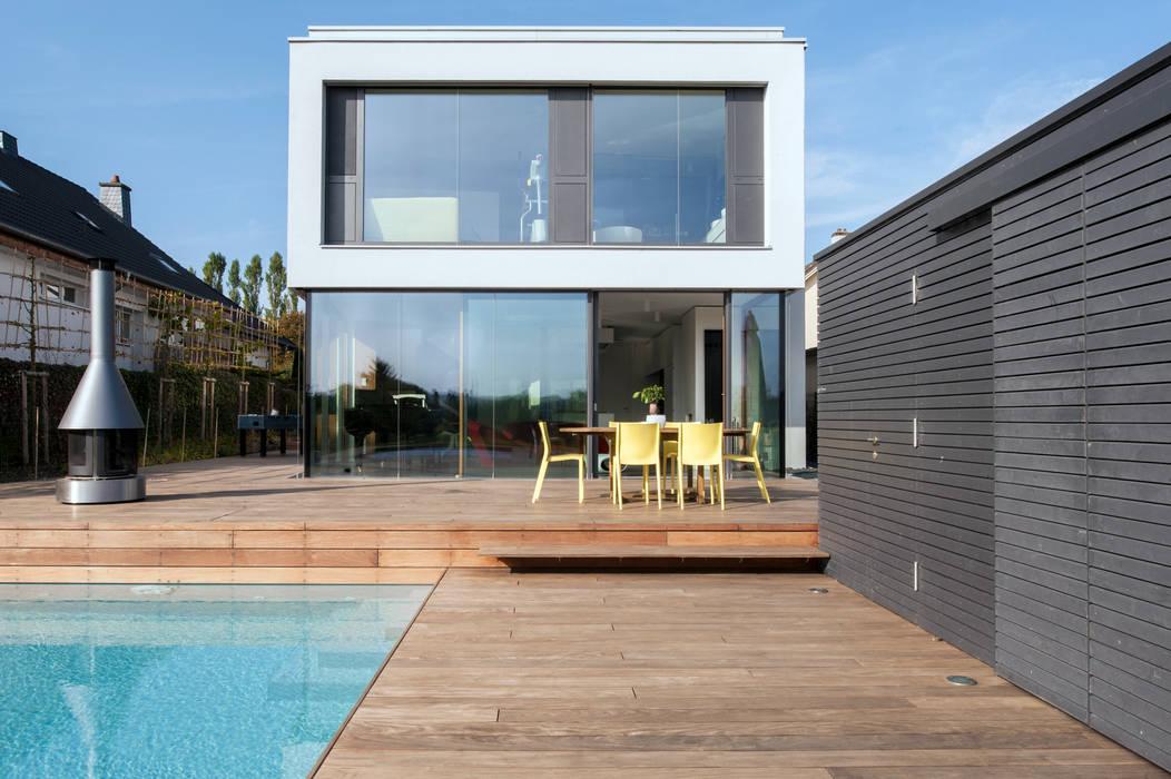 Passivhaus in Bertrange STEINMETZDEMEYER architectes urbanistes Moderner Balkon, Veranda & Terrasse