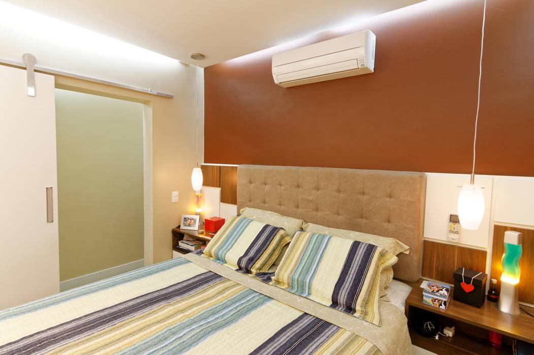 Minimalist bedroom by Raphael Civille Arquitetura Minimalist