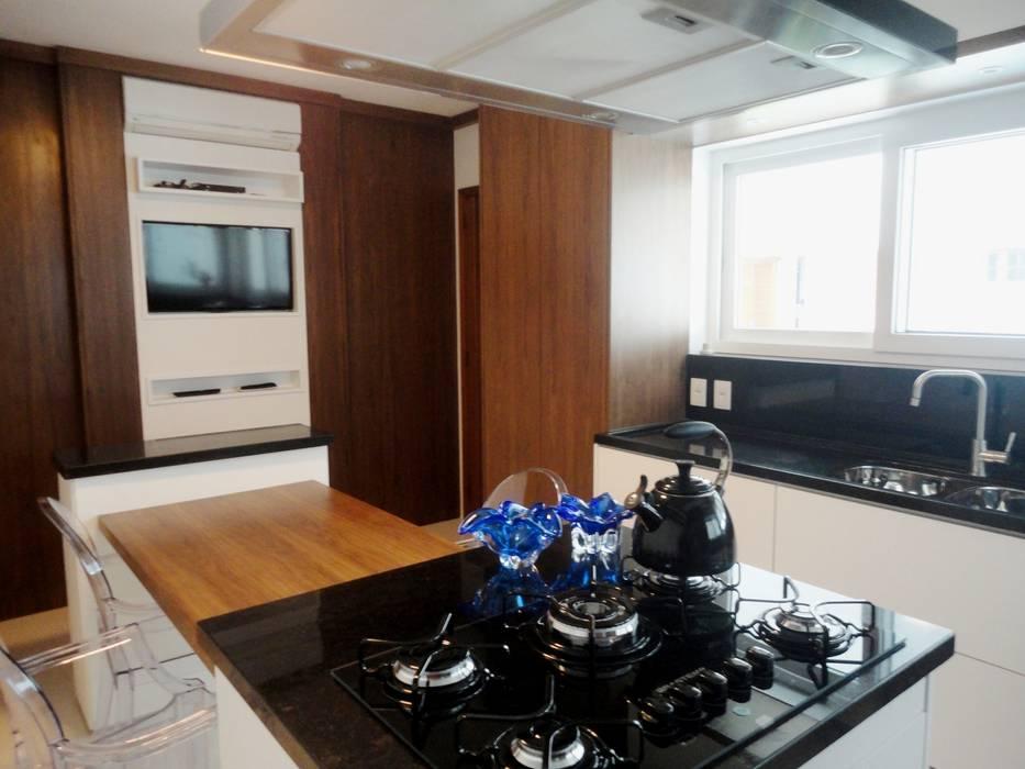 Cozinha da família Fag. Cozinhas clássicas por Marisol Réquia Arquitetura Clássico Madeira Efeito de madeira