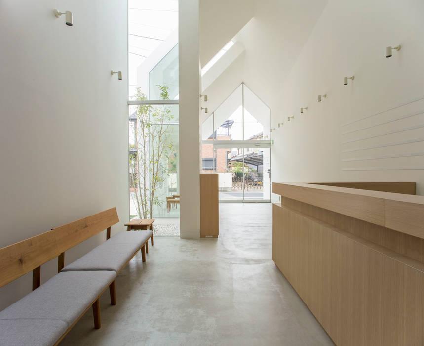 INTERIOR hkl studio Eclectic style clinics
