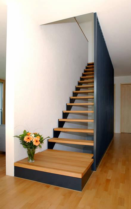 Modern corridor, hallway & stairs by 5 Architekten AG Modern