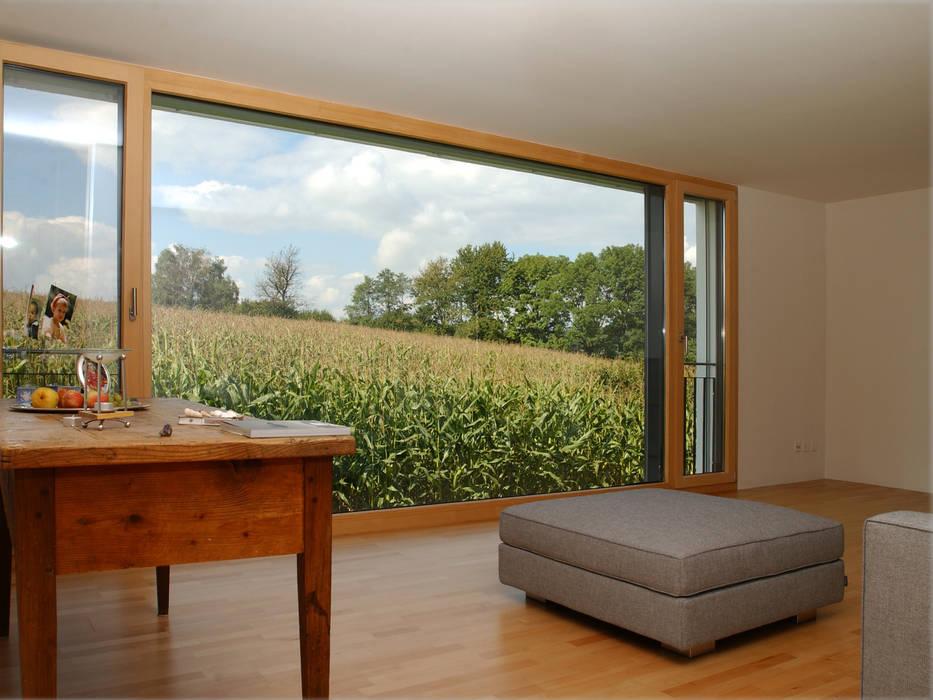 Modern living room by 5 Architekten AG Modern