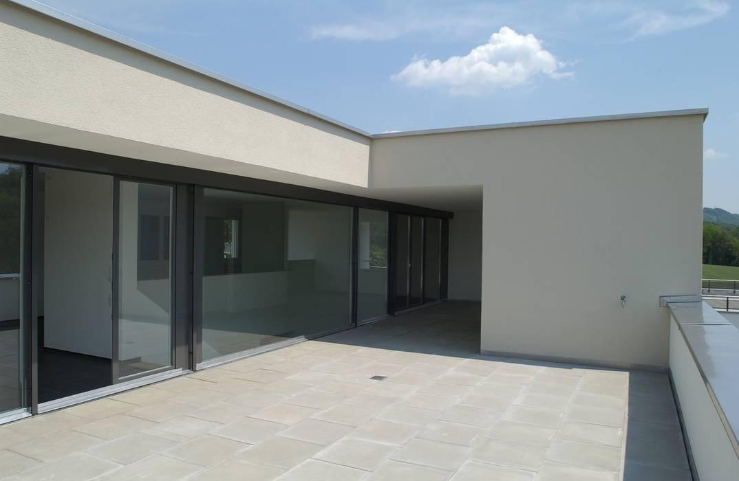 DEFH Schützenhausstrasse, Döttingen, 2006 Moderner Balkon, Veranda & Terrasse von 5 Architekten AG Modern