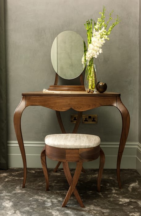 Bespoke dressing table:  Bedroom by Camouflage