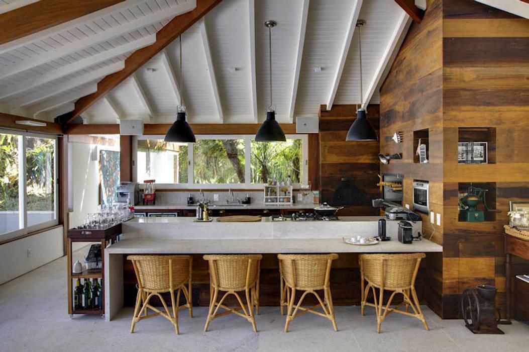 Dapur oleh Raquel Junqueira Arquitetura, Country