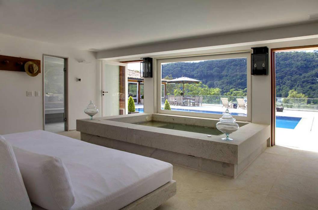 Spa im Landhausstil von Raquel Junqueira Arquitetura Landhaus