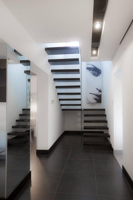 Modern Corridor, Hallway and Staircase by Inspiration Studio Modern