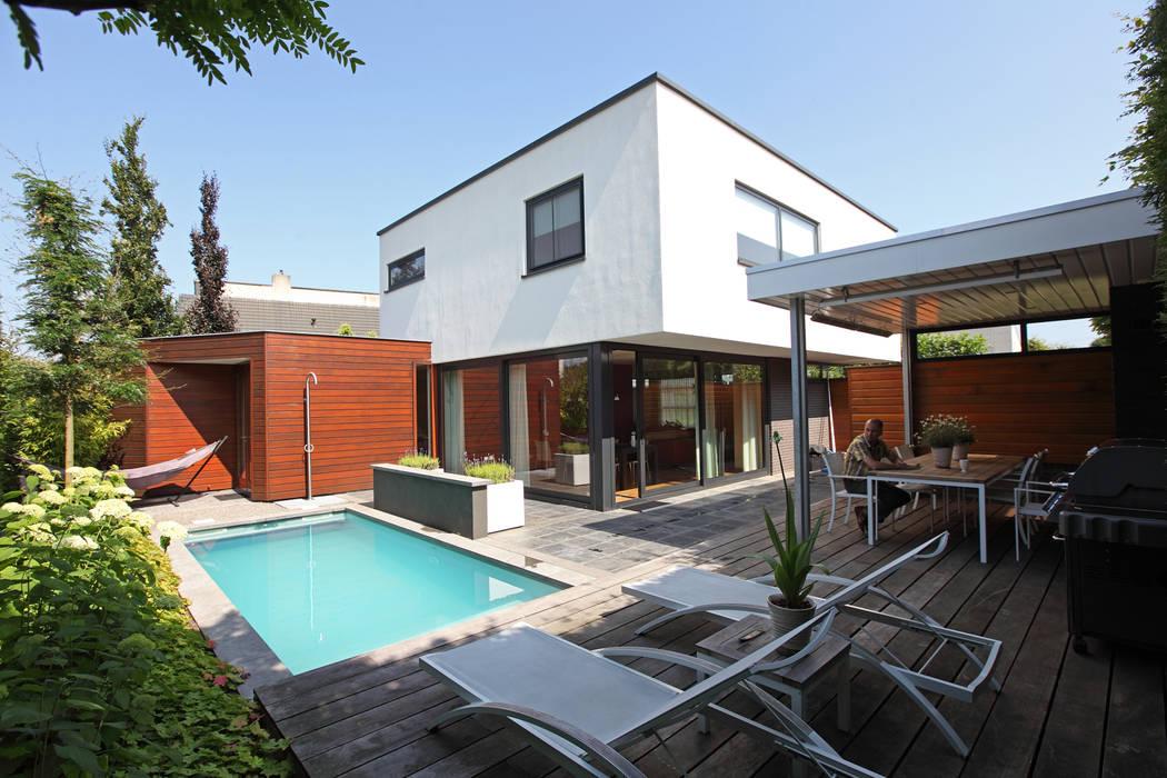 Moderne overkapping:  Tuin door Stoop Tuinen, Modern