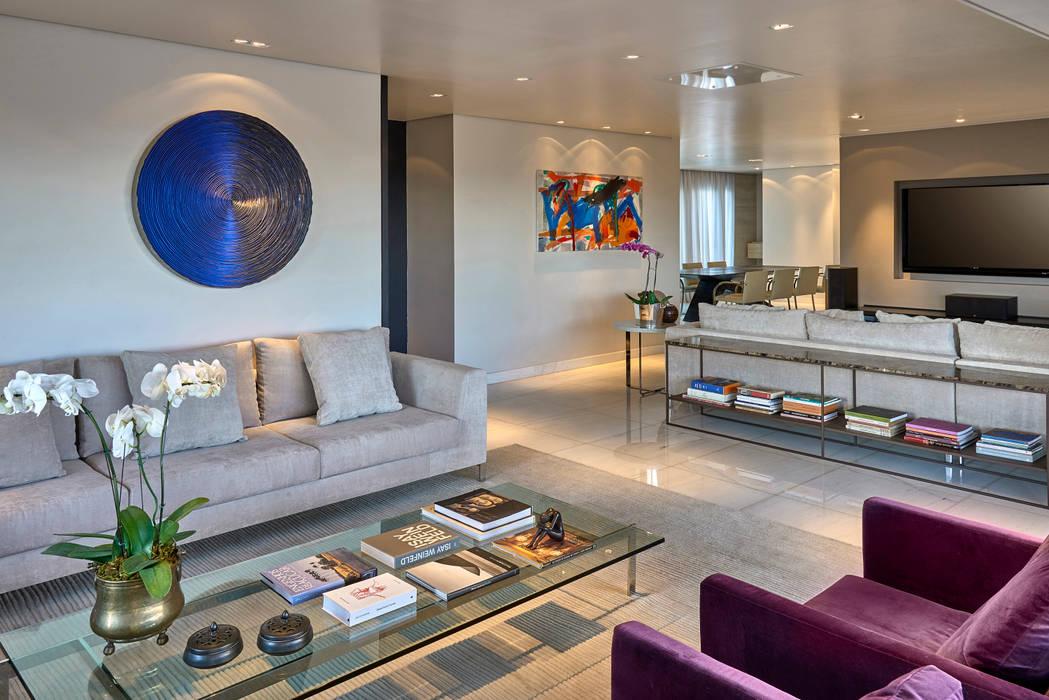 Integração entre as salas de estar, home e jantar Salas de estar modernas por Fernanda Sperb Arquitetura e interiores Moderno