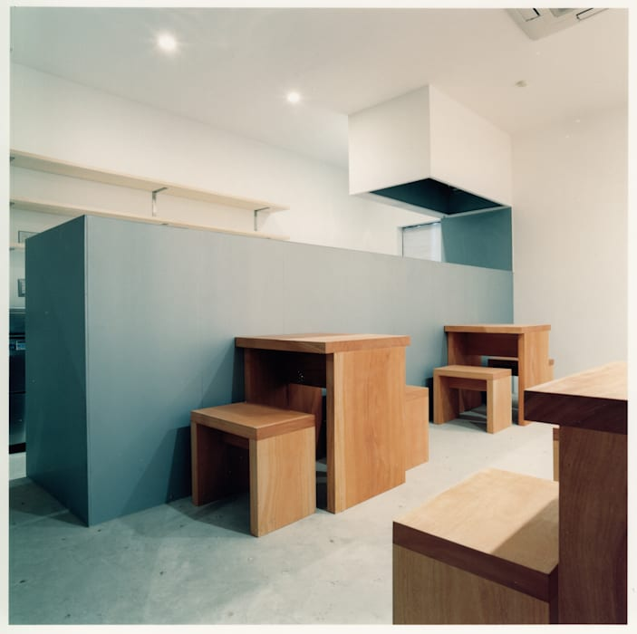 1階 客席 ミニマルなレストラン の 井戸健治建築研究所 / Ido, Kenji Architectural Studio ミニマル