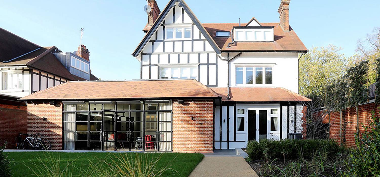 Drummonds Case Study: Tudor House, Roehampton Baños de estilo minimalista de Drummonds Bathrooms Minimalista