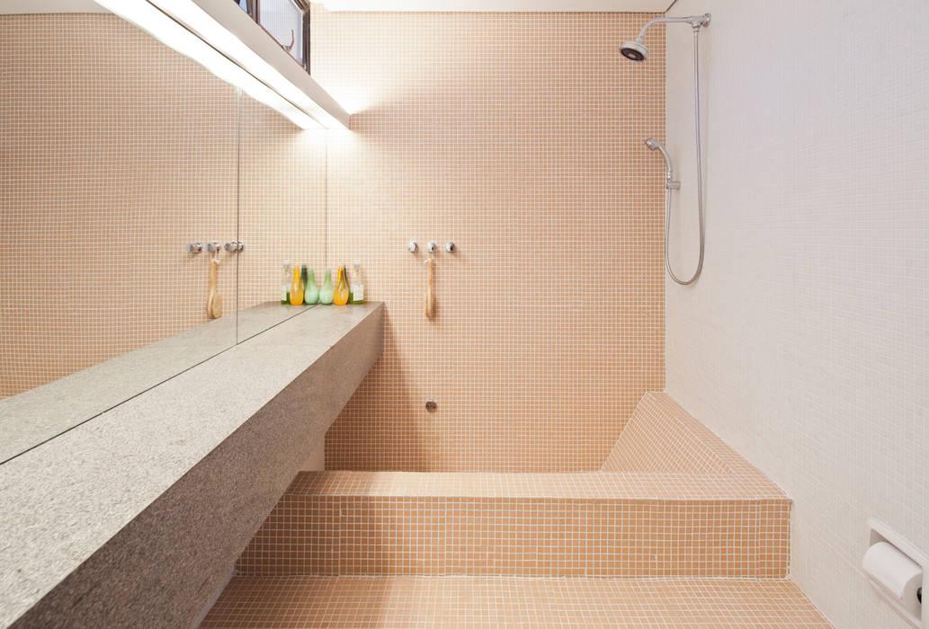 Modern style bathrooms by Zemel+ ARQUITETOS Modern