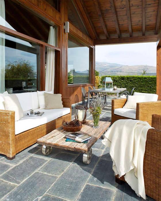 Casa en La Cerdanya. 2013 Deu i Deu Balcones y terrazas de estilo rústico