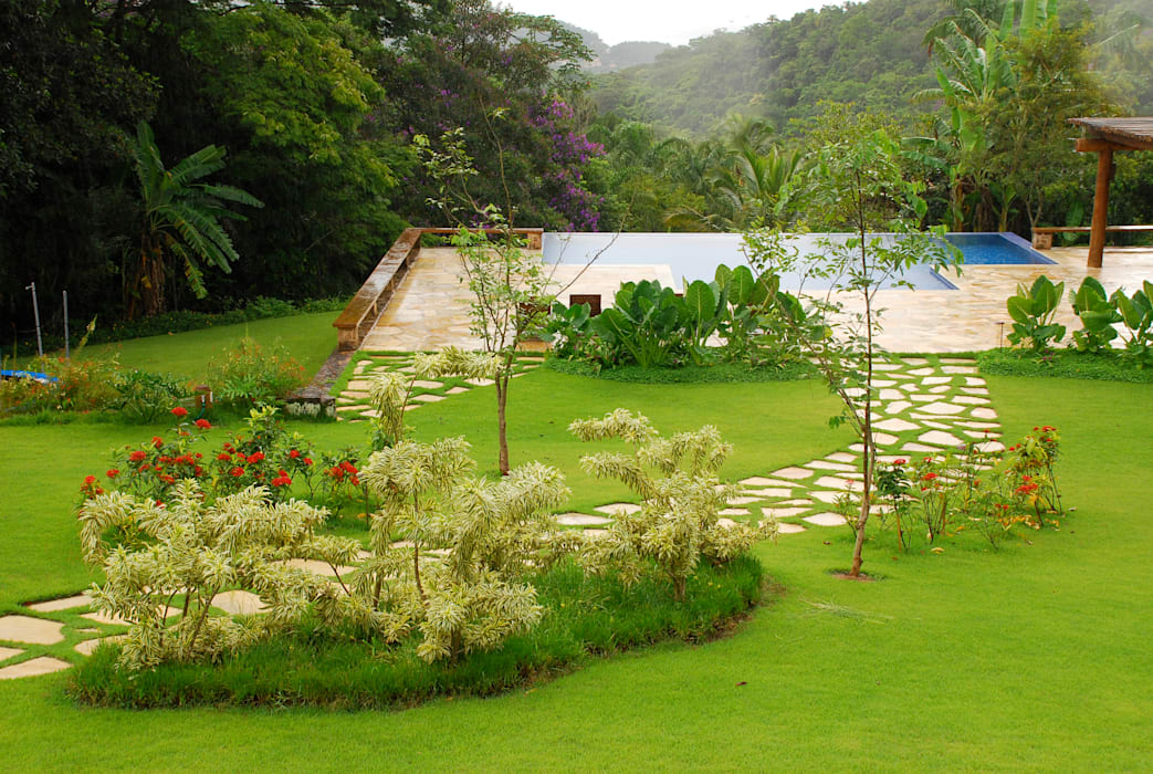 Taman oleh Gil Fialho Paisagismo, Tropis