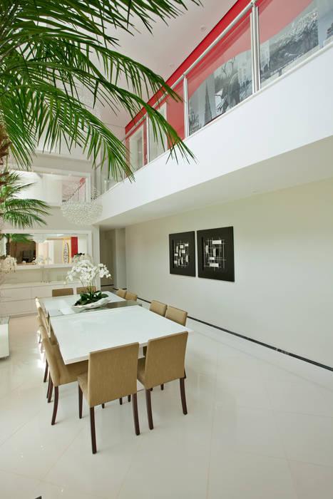Casa Swiss Park Campinas II Salas de jantar modernas por Designer de Interiores e Paisagista Iara Kílaris Moderno