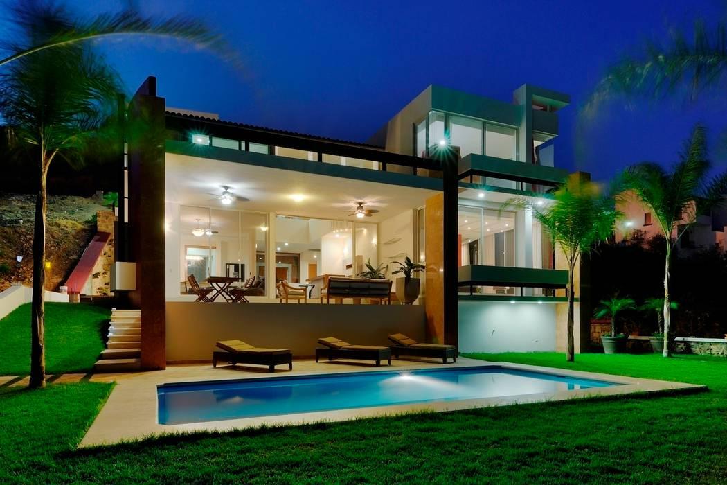 Patios & Decks by Excelencia en Diseño, Modern