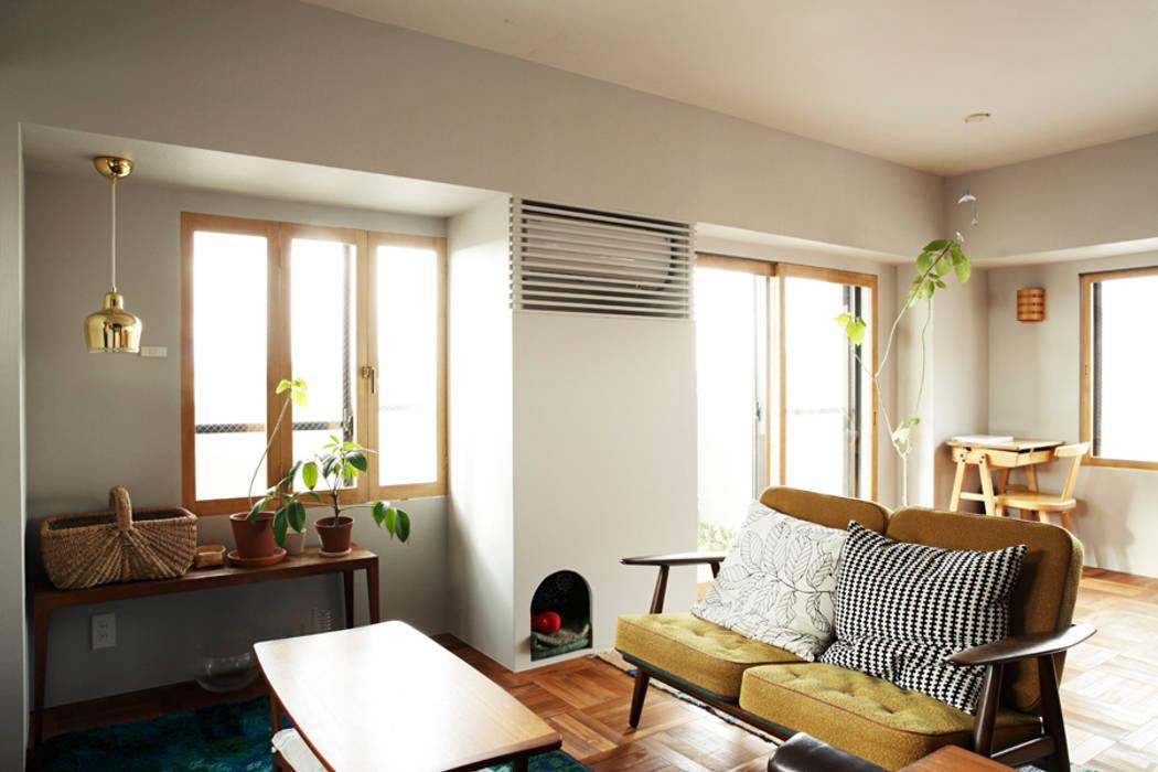 Living room by 稲山貴則 建築設計事務所, Scandinavian