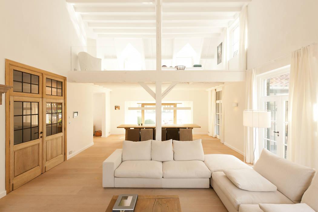 Salas / recibidores de estilo  por FilipTackdesignoffice, Moderno