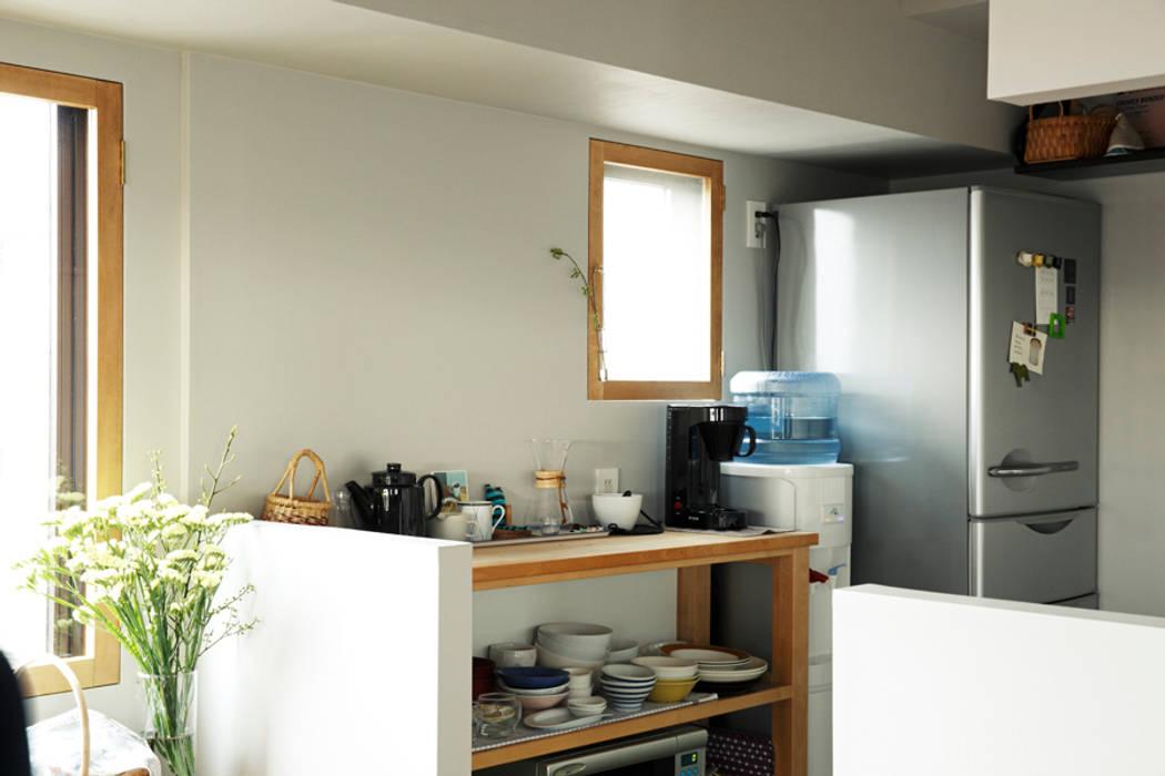 Scandinavian style windows & doors by 稲山貴則 建築設計事務所 Scandinavian