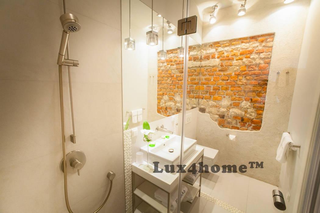 Białe otoczaki Lux4home: styl , w kategorii Łazienka zaprojektowany przez Lux4home™