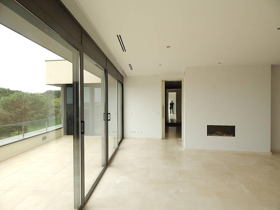 Woonkamer met doorzichten Moderne woonkamers van Hamers Arquitectura Modern