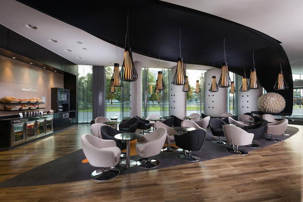 Lobby Sound Garden Hotel: styl , w kategorii Hotele zaprojektowany przez T3 Studio,