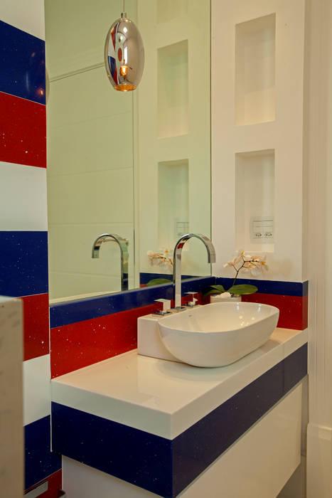 Baños de estilo moderno de Designer de Interiores e Paisagista Iara Kílaris Moderno