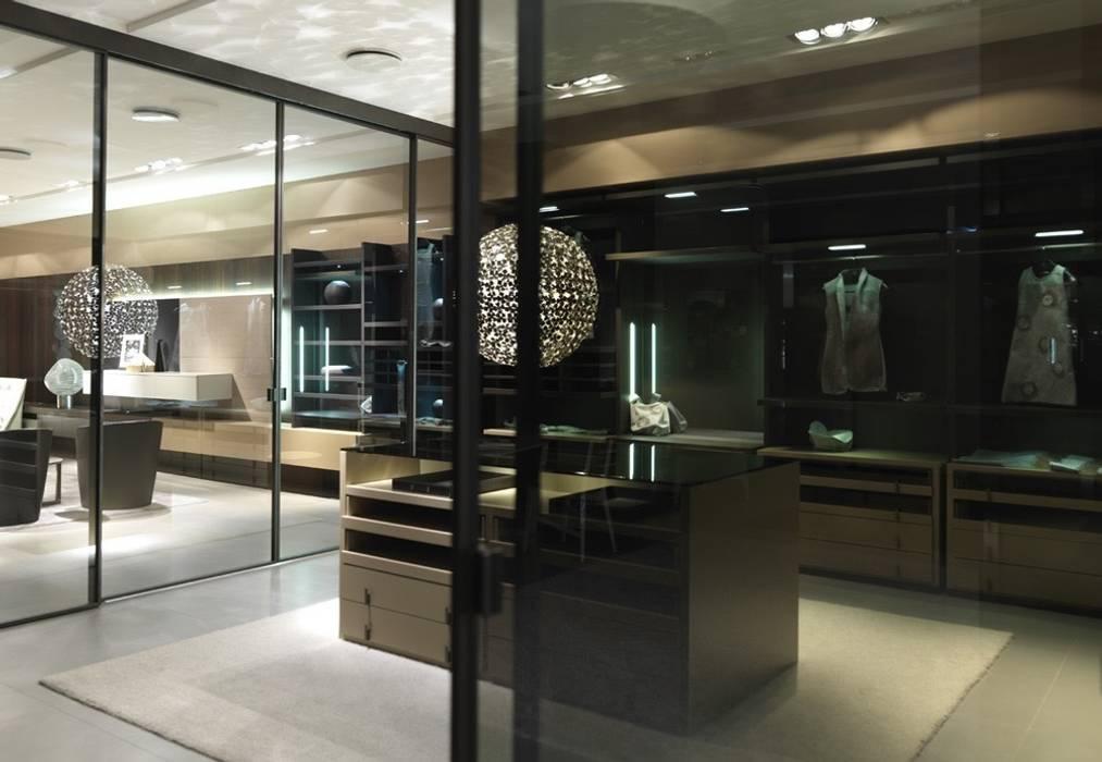 Bespoke walk-in-wardrobe:  Dressing room by Lamco Design LTD