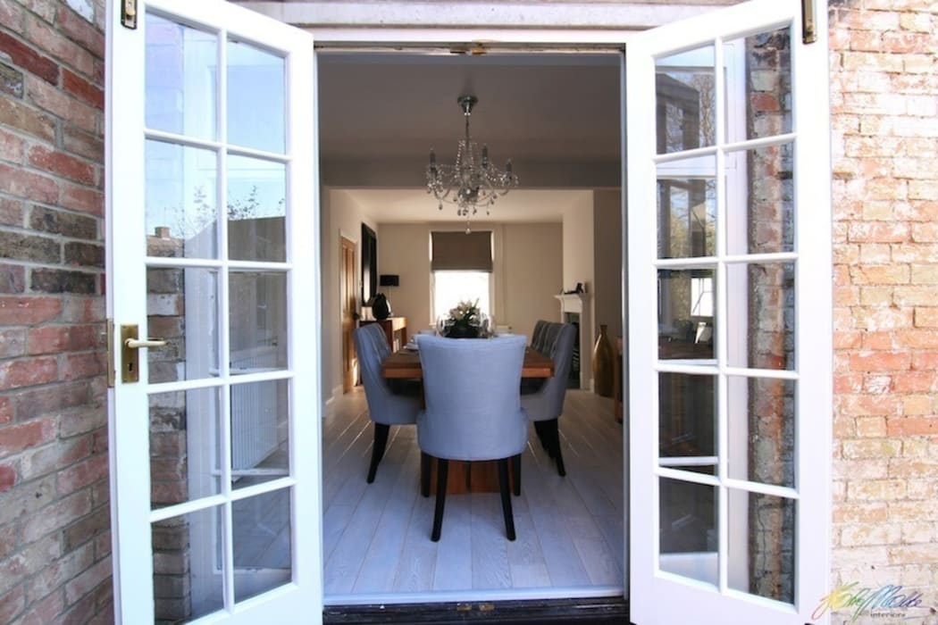 Dining room view from the garden:  Dining room by Katie Malik Interiors