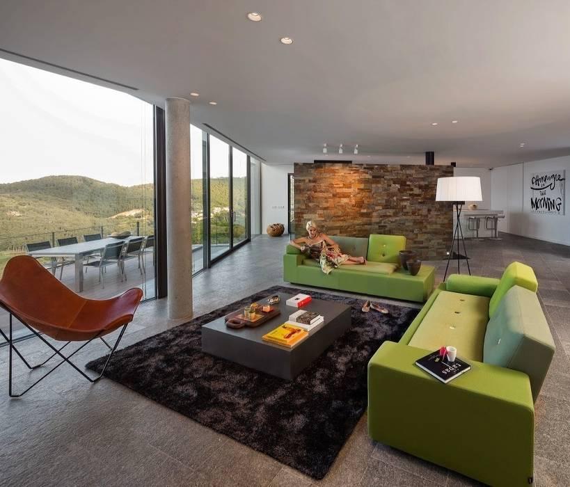 Vista de estar. En el fondo, la cocina. Salones de estilo moderno de VelezCarrascoArquitecto VCArq Moderno