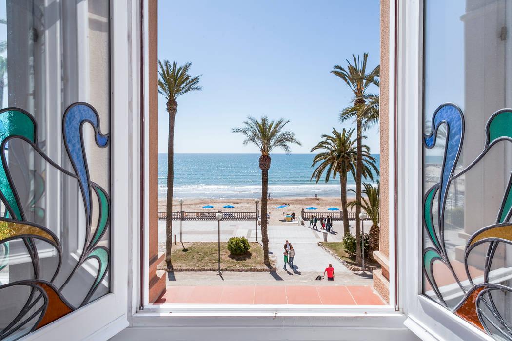 REDECORACION PISO TURISTICO EN SITGES Salones de estilo mediterráneo de Home Deco Decoración Mediterráneo