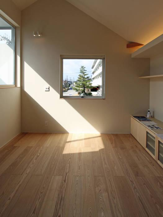 木曳野の家 モダンデザインの リビング の 福田康紀建築計画 モダン