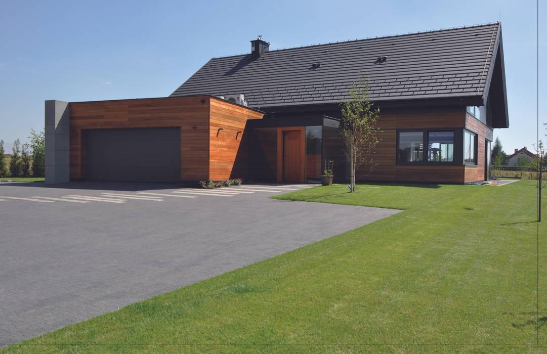 Dom jednorodzinny w Zielonkach koło Krakowa: styl , w kategorii Domy zaprojektowany przez Studio S Biuro architektoniczne Michał Szymanowski