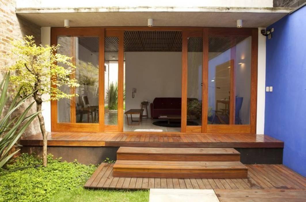 Casas de estilo moderno de Ana Sawaia Arquitetura Moderno