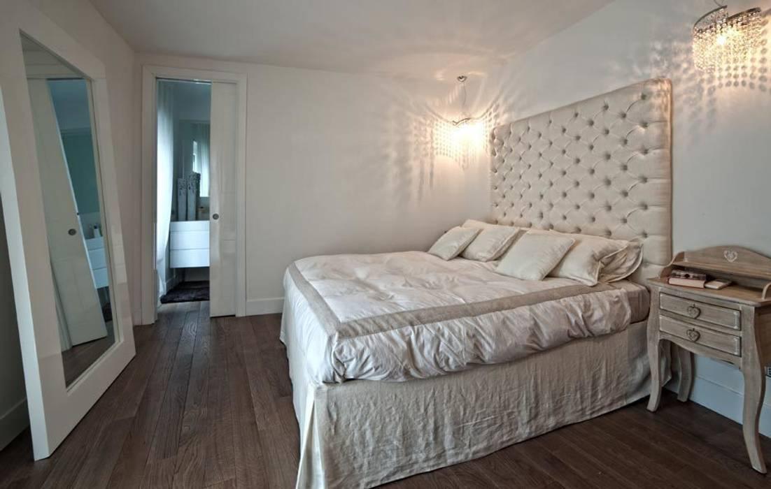 White Light Francesca Ignani Interiors Camera da lettoLetti e testate