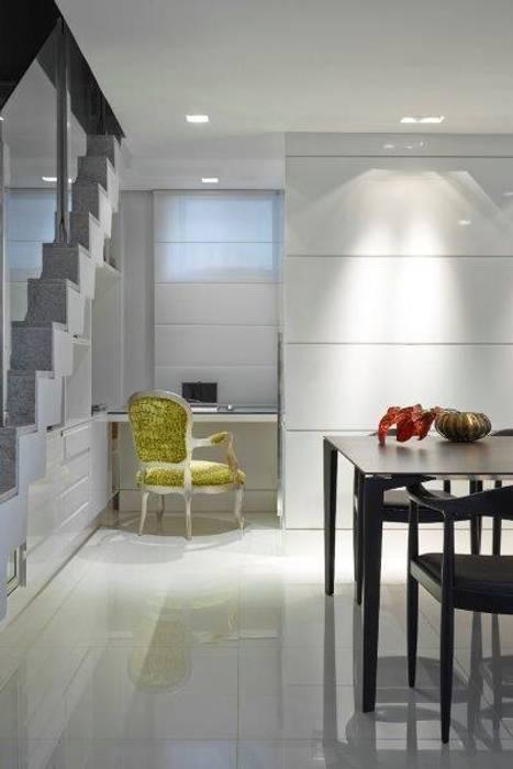 Loft 1202: Escritórios  por Cristina Menezes Arquitetura