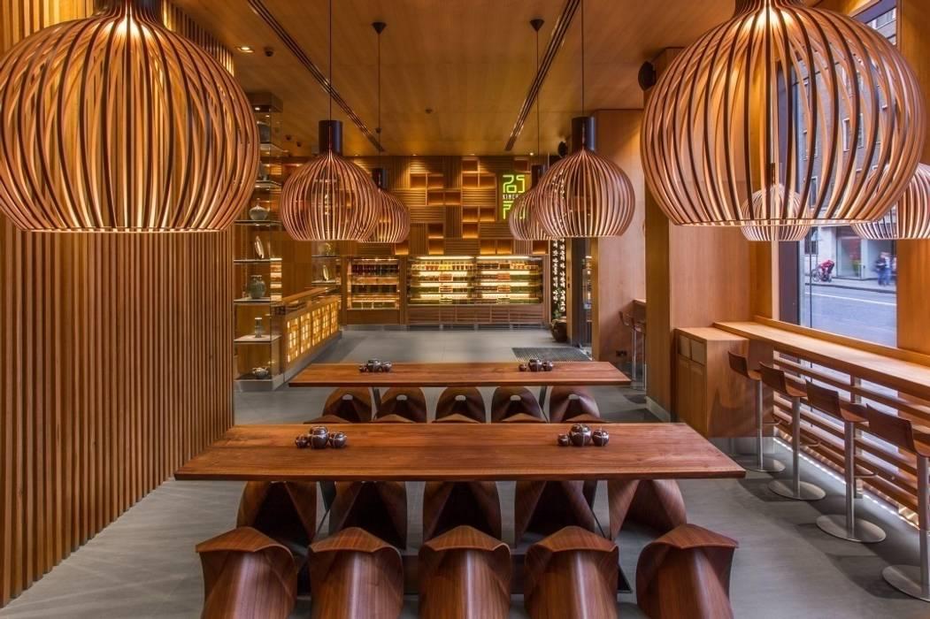 Octo suspension Secto Design: Bars & clubs de style  par Le Studio des Collections