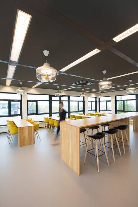 Café Moderne kantoor- & winkelruimten van ontwerpplek, interieurarchitectuur Modern