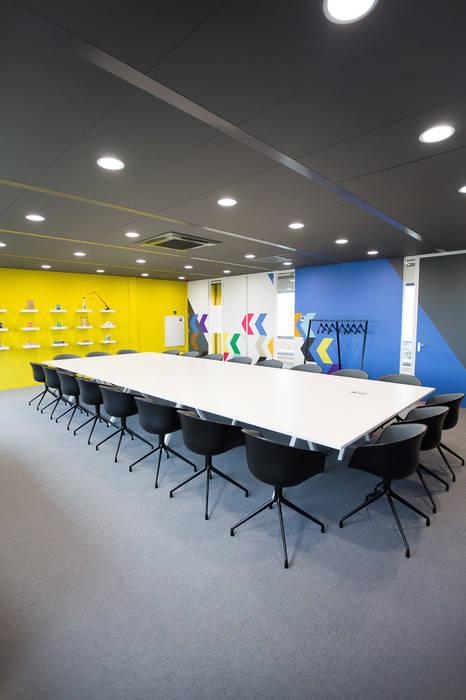 Vergaderruimte:  Kantoorgebouwen door ontwerpplek, interieurarchitectuur