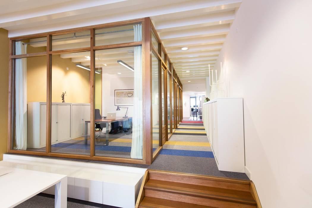 Kantoor Moderne kantoorgebouwen van ontwerpplek, interieurarchitectuur Modern