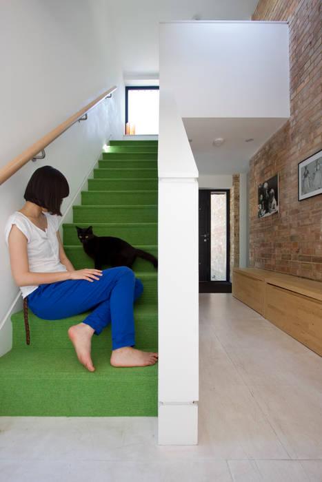 The Nook Converted Bakery Couloir, entrée, escaliers scandinaves par NRAP Architects Scandinave